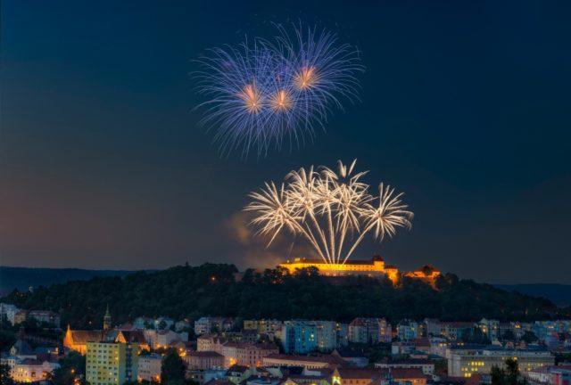 Aprender a fotografiar los fuegos artificiales: fuegos artificiales por Jirka Soukup.