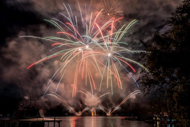 Aprender a fotografiar los fuegos artificiales: fuegos artificiales por Jaromír Šauer.