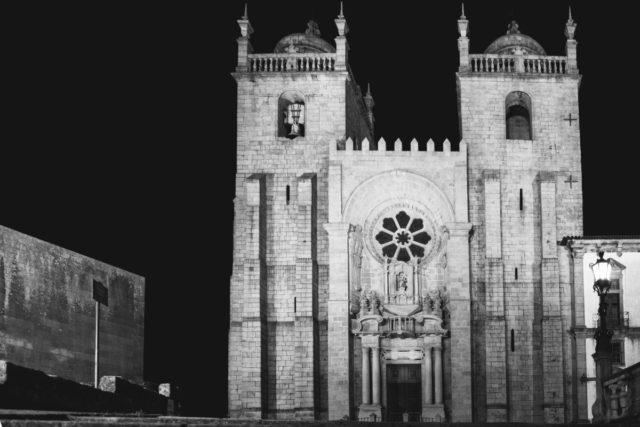 Cómo fotografiar monumentos: Este es el aspecto de la fotografía tras enderezar las líneas en postproducción.