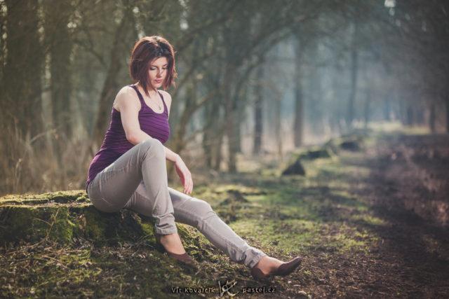 Crea retratos sugestivos en naturaleza: Retrato tomado con un enfoque muy largo.