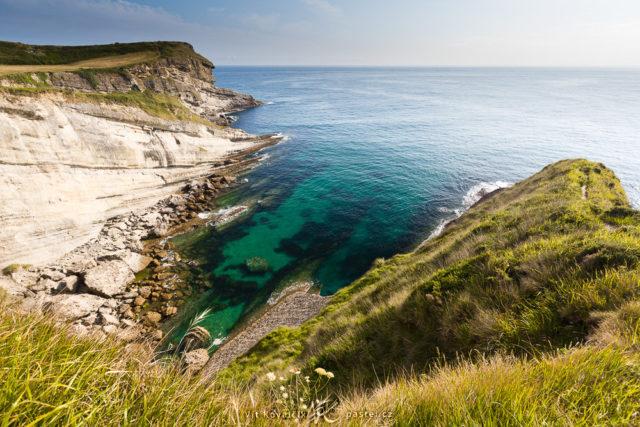 6 consejos básicos para hacer fotografías del agua: Acantilados de la costa norte de España.