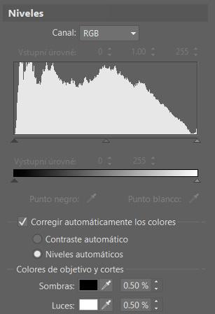 Controla el espectro de color de las fotos con ayuda de los niveles: ZPS ajustará automáticamente el contraste y los niveles de las fotos.
