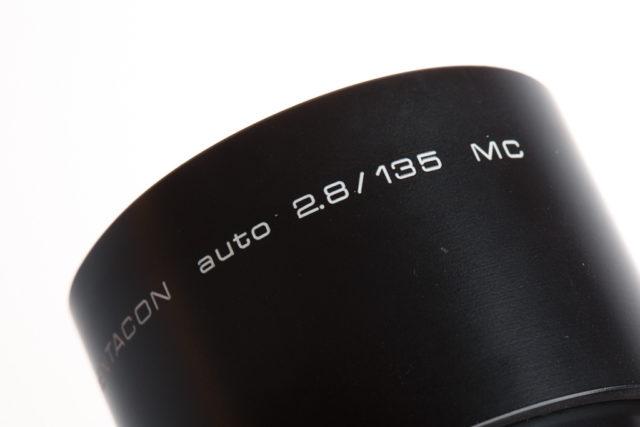 Qué significan todos esos números y letras de los objetivos: El antiguo Pentacon auto 2.8 / 135 MC.