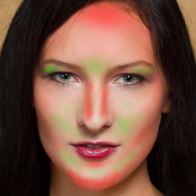 Retoques con la sobreexposición y la subexposición: Partes en las que se ha modelado aclarando (en verde) y oscureciendo (rojo).